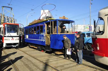 На Параде трамваев в Киеве показали старинную конку и электрический ретро-трамвай