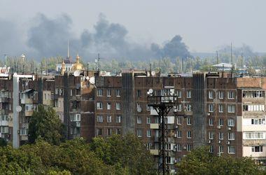 В трех районах Донецка слышны мощные выстрелы и взрывы