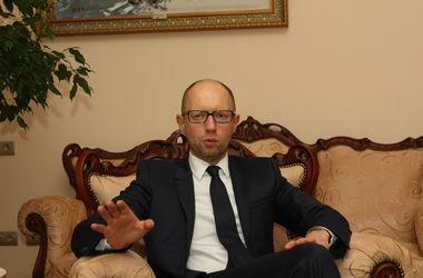 Яценюк хочет сохранить в Кабмине Авакова и Петренко, а Денисовой может пожертвовать - источник
