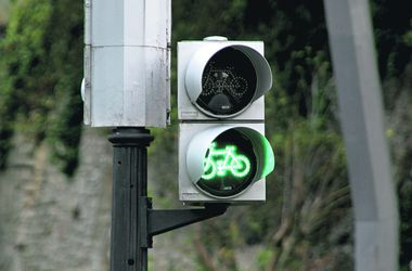 Как защитить велосипедистов в автомобильном потоке