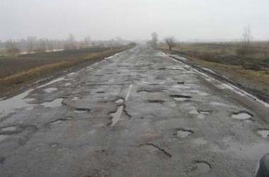 Стало известно, где в Украине самые плохие дороги