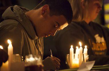 Школьник в США, открывший стрельбу, пригласил жертв в столовую по SMS