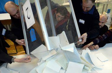 ЦИК на заседании принял первый протокол с мокрыми печатями