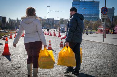 Гуманитарный штаб Рината Ахметова обеспечил продуктовыми наборами противотуберкулезные диспансеры Донецкой области