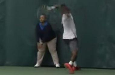 Теннисист дисквалифицирован за нанесение травмы арбитру