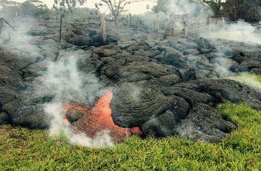 Лава извергающегося на Гавайях вулкана добралась до кладбища