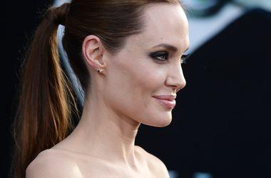 Муж Гвинет Пэлтроу записал саундтрек для фильма Анджелины Джоли