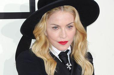 Мадонна решила избавиться от платья со свадьбы с Шоном Пенном