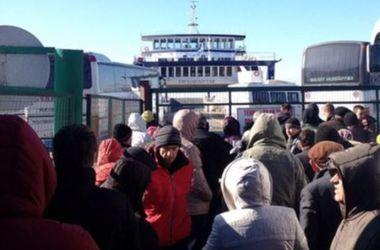 Разъяренные люди переправились из Керчи на захваченном пароме