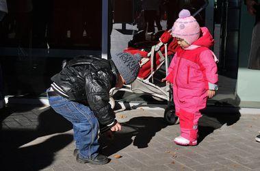 Мамы с малышами из Макеевки получают помощь от Рината Ахметова