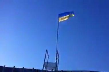"""""""Киборги"""" подняли флаг Украины в Донецком аэропорту и устроили """"фаер-шоу"""""""