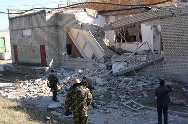 Дети из разрушенной боевиками школы в Тошковке ушли домой всего за полчаса до обстрела