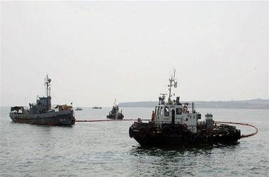 В Керченском проливе столкнулись танкер и паром