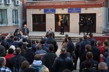 Возле Запорожского окружного админсуда прошел митинг против фальсификаций