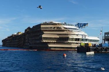 Тело последней жертвы Costa Concordia опознали по носкам и мундиру