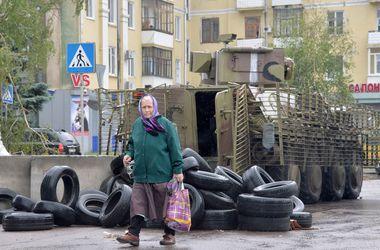"""Террористы 17 раз обстреляли из """"Градов"""" города и села Луганской области"""