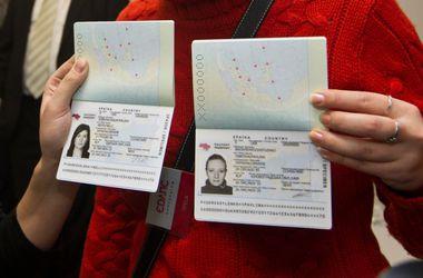 Кабмин намерен обеспечить выдачу биометрических паспортов через терминалы