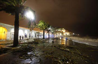 Мощное наводнение топит во Франции города и дорогие курорты