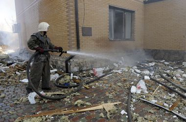 В Донецке снаряды попали в железнодорожный институт и рынок