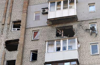В Донецке горит супермаркет, снаряды попали в детсад, общежитие и жилые дома
