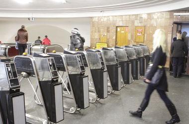 В Киеве ищут взрывчатку на центральной станции метро