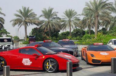"""В Дубаи таксисты на крутых """"Феррари"""" и """"Ламборджини"""" будут бесплатно возить туристов"""