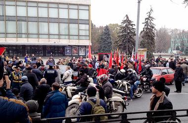 """В Днепропетровске """"Правый сектор"""" пришел на митинг коммунистов"""
