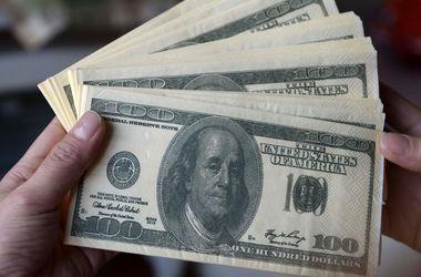 Пошел на 15: курс доллара НБУ установил новый исторический рекорд