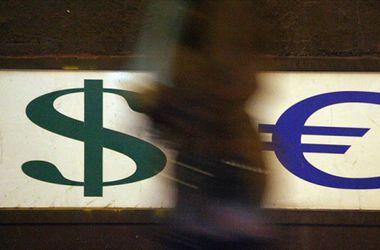 Киевляне жалуются на жесткий дефицит долларов