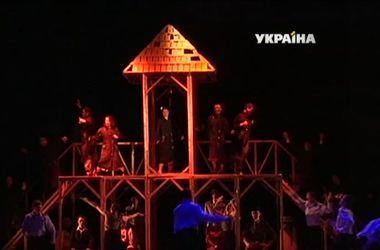 Дорогая коммуналка заставила херсонских театралов экономить на декорациях
