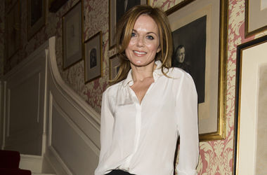 "Экс-участница ""Spice Girls"" объявила о помолвке с руководителем команды ""Формулы-1"""
