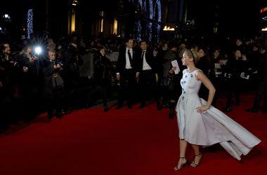 """Джулианна Мур, Дженнифер Лоуренс и Элизабет Бэнкс удивили роскошными нарядами на премьере """"Голодных игр"""""""