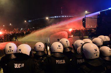 В Варшаве празднование дня независимости Польши завершилось массовыми беспорядками