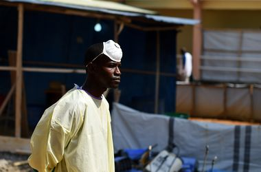 США предлагают списать часть долгов африканским странам ради борьбы с Эболой
