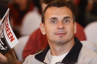 Члены Кабмина перечислят всю свою зарплату семье Олега Сенцова