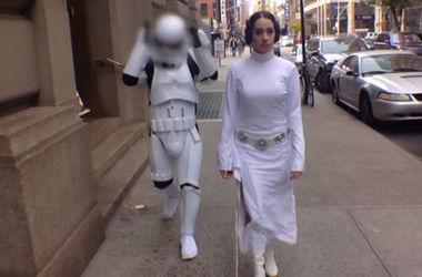 """Принцесса Лея из """"Звездных войн"""" более ста раз подверглась нападениям на улицах Нью-Йорка"""