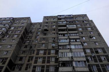 Боевики снова обстреляли Авдеевку - снаряды попали в частный сектор и многоэтажку