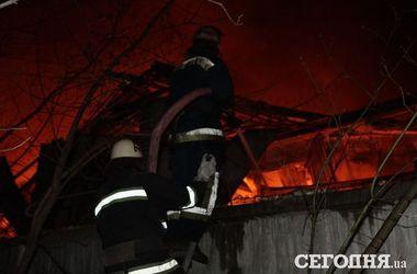 Пожар в Киеве на Дегтяревской локализован
