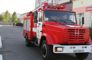 Пожар на Дегтяревской продолжали тушить утром