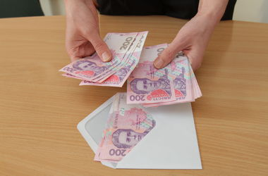 """В Киеве мошенники легализовали более 12 миллионов """"грязных"""" гривен"""