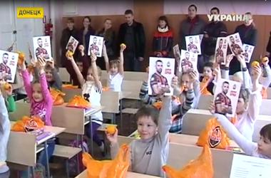 """Капитан футбольного клуба """"Шахтер"""" отправил в Донецк 20 тонн мандарин для детей"""
