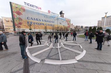 В центре Киева появился картонный фонтан