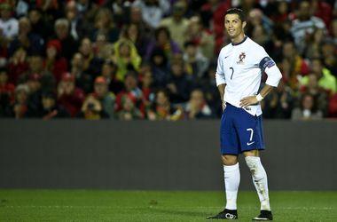 """ФИФА запустила кампанию """"11 против Эболы"""" с участием Криштиану Роналду и Неймара"""