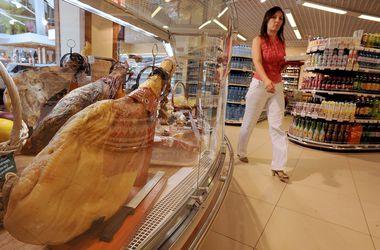 В украинских магазинах резко уменьшилось количество импортных продуктов