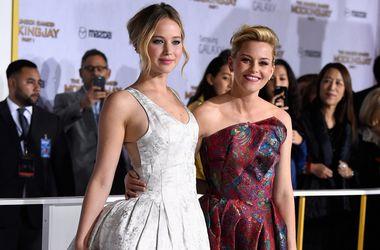 """Дженнифер Лоуренс, Джессика Симпсон, Элизабет Бэнк и другие звезды посетили премьеру """"Голодных игр"""""""