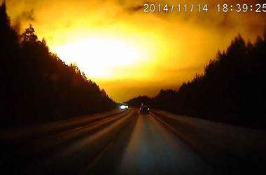 """В небе над  Россией зафиксировали необычную вспышку """"болид"""""""