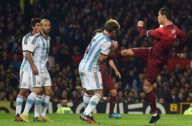 Криштиану Роналду чуть не сломал ребра игроку сборной Аргентины
