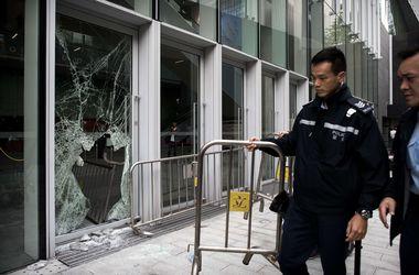 В Гонконге полиция усмирила демонстрантов газом и дубинками