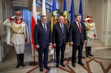 Порошенко и Коморовского в Молдове наградили орденами