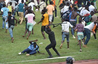 Матч Кот-д'Ивуара и Камеруна закончился массовой дракой между фанами и полицией